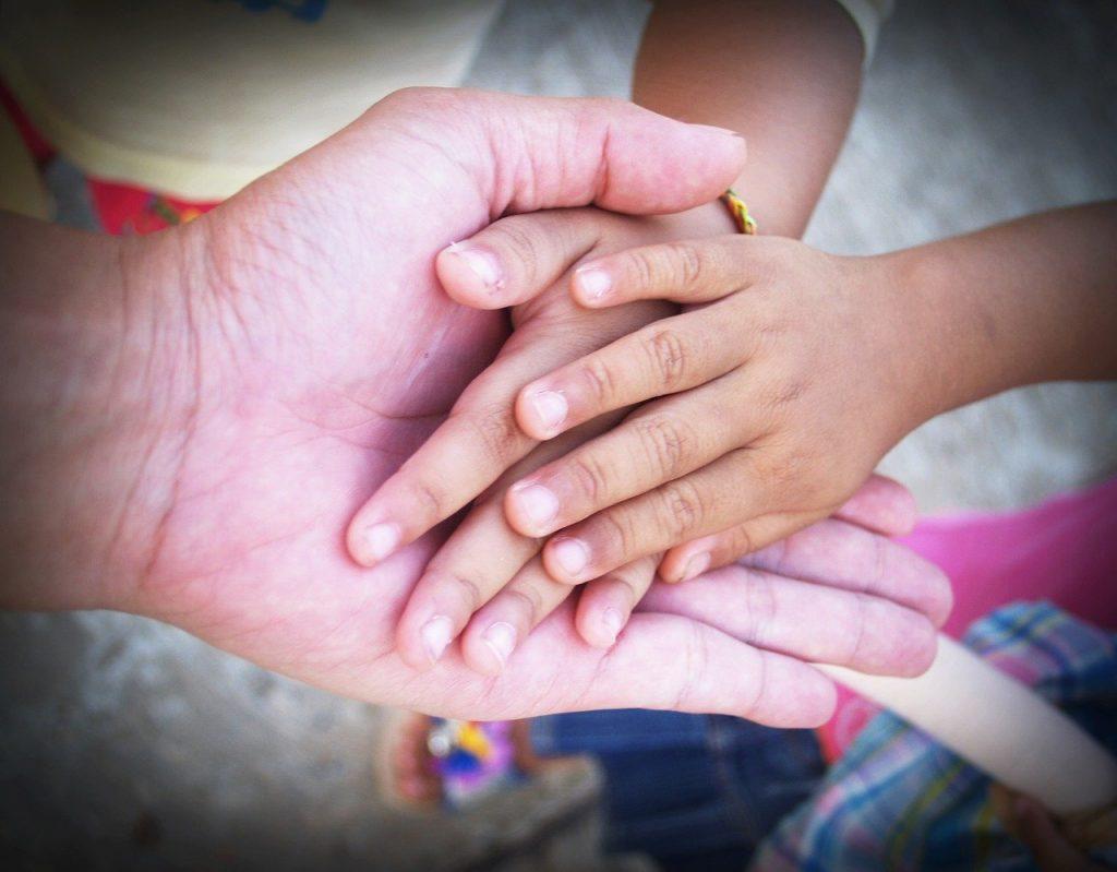 hand 1549135 1280